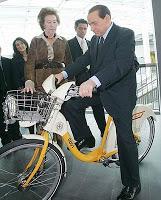 Berlusconi Bisiklete Binerken - BikeMi