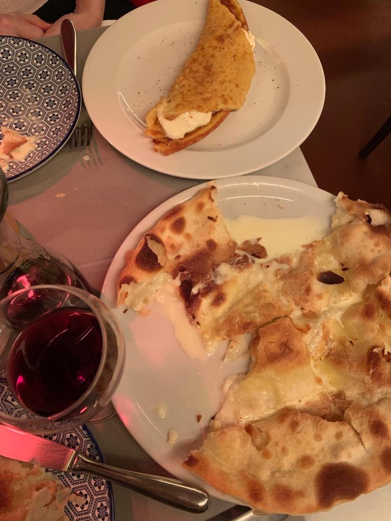 Cecina con Stracchino ve Focaccio con formaggio alle Liguria