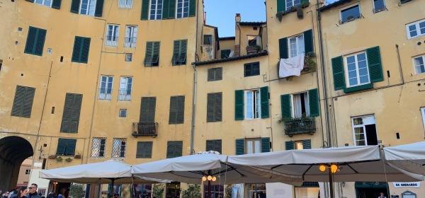 Lucca Piazza dell' Anfiteatro