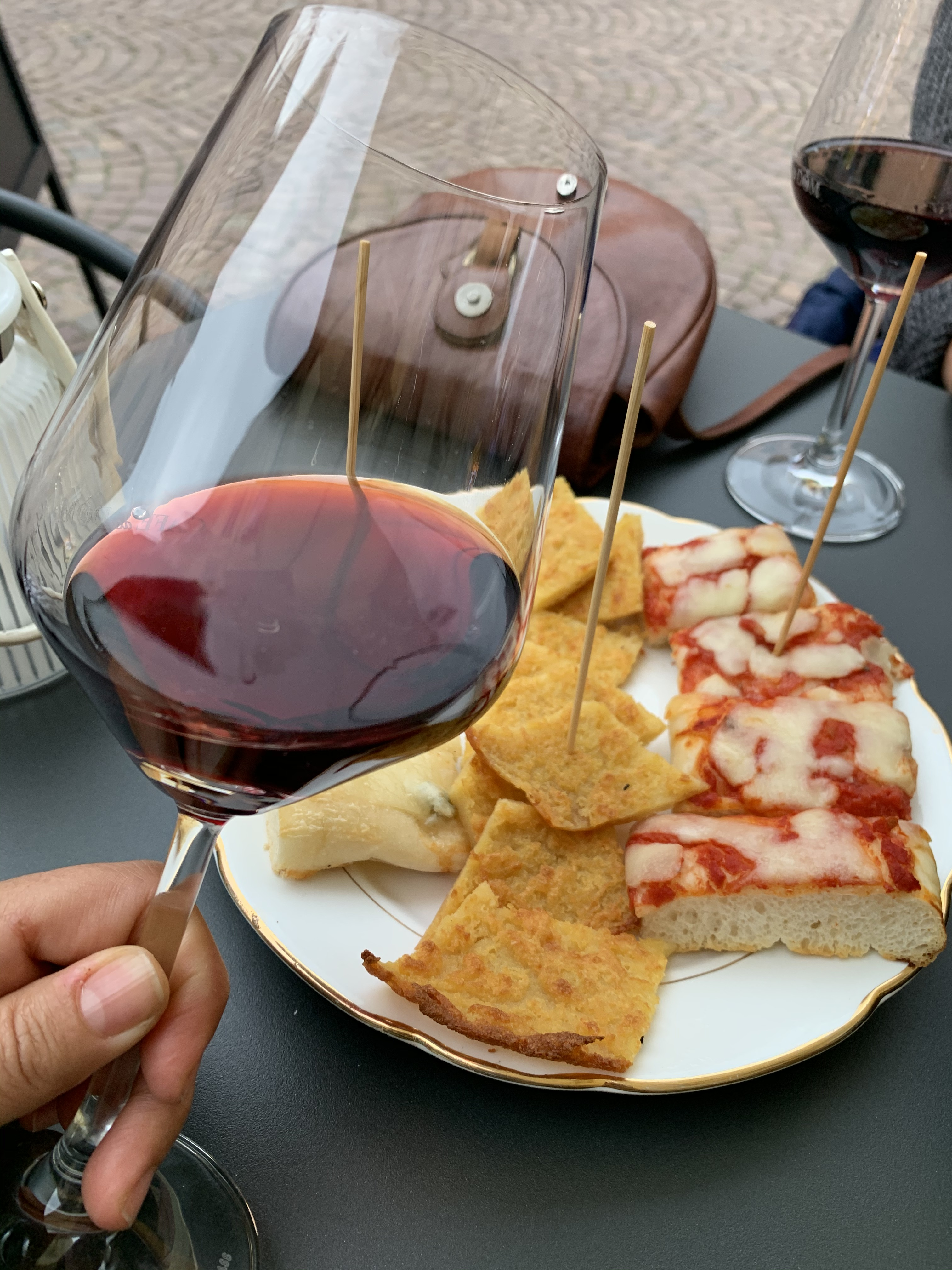 Alba Nebbiolo Şarabı